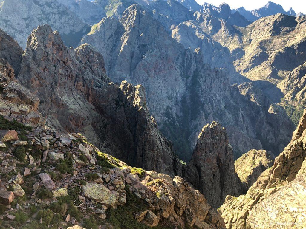 Mitten durch die Berge