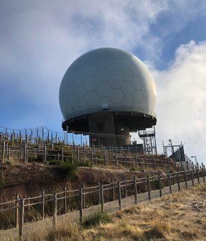 Die Radar Kuppel beim Pico Arieiro aus der Ferne