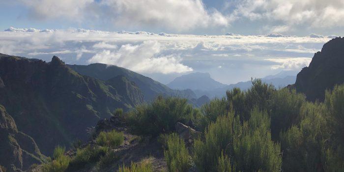 Eine herrliche Aussicht auf der Wandrung Pico Arieiro zum Pico Ruivo