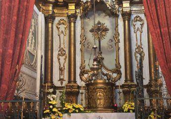 """Der Altar in der Kirche """"Nossa Senhora do Monte"""""""