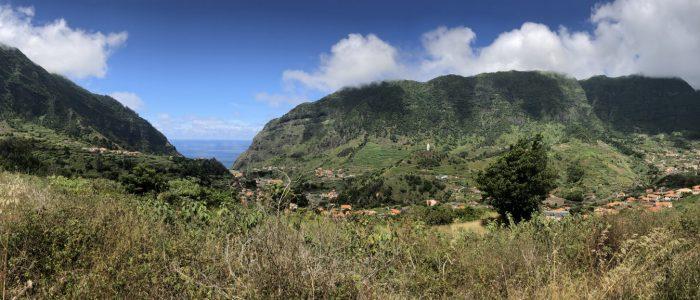 Auf dem Weg zum Wegweiser für den Levada da Faja do Rodrigues