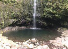 Der See am Wasserfall, keine Touristen weit und breit, jetzt wird ein eisiges Bad genommen