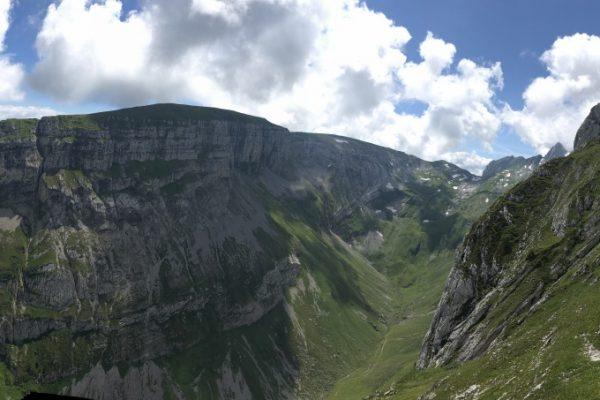 """Panorama Sicht oben am Ende der """"Hurrlibuz"""""""