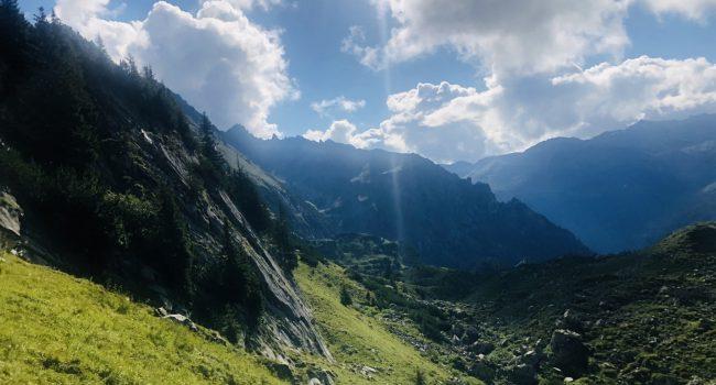 Sicht nach unten ins Tal