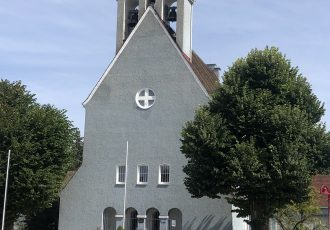 Dorfplatz mit Brunnen in Stetten a. k. M.