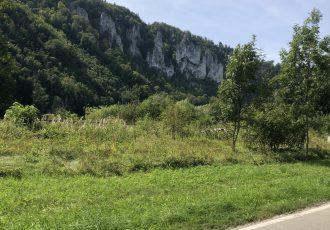 Doanutal Berge links und rechts der Strasse